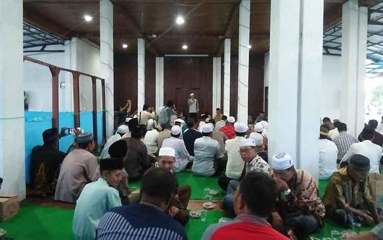 Bupati Seruyan Yulhaidir menggelar buka puasa bersama masyarakat Kota Kuala Pembuang, Selasa, 21 Mei 2019.