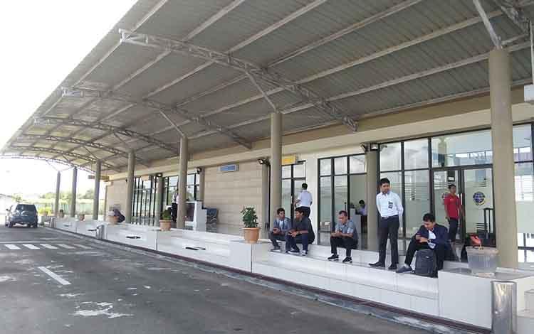 Aktivitas di Bandara Kuala Pembuang, Selasa, 21 Mei 2019.