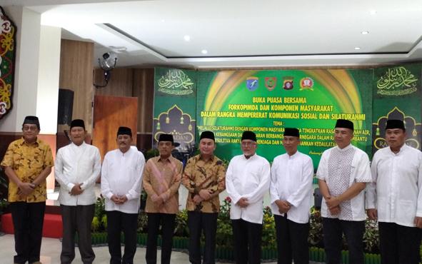 Gubernur Kalteng Sugianto Sabran bersama unsur Forkopimda saat buka puasa bersama di Korem 102/Panju Panjung, di Kota Palangka Raya, Kamis, 23 Mei 2019.