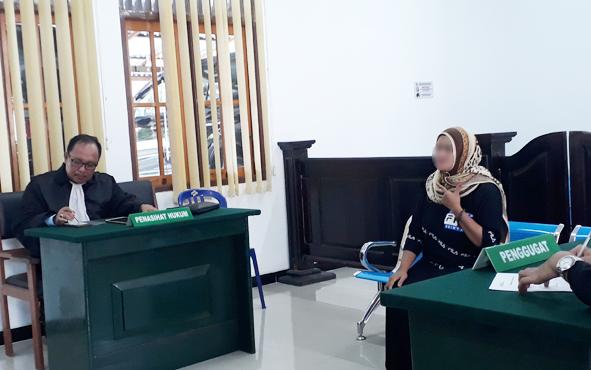 Saf, terdakwa penghina Presiden di media sosial, saat menjalani persidangan di Pengadilan Negeri Pangkalan Bun, Kamis, 23 Mei 2019.