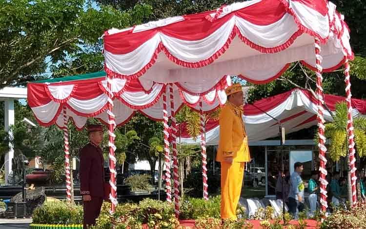 Sekda Kalteng Fakhirzal Fitri memimpin upacara peringatan hari jadi ke-62 Provinsi Kalteng, Kamis, 23 Mei 2019.