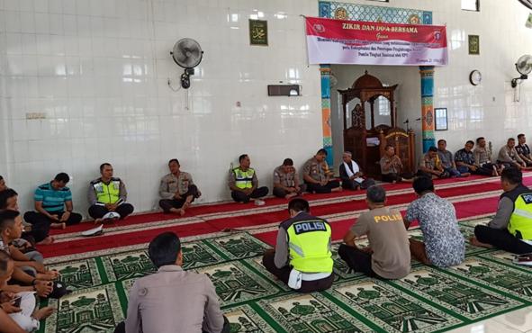 Jajaran personel Polres Katingan menggelar doa bersama, Kamis, 23 Mei 2019.
