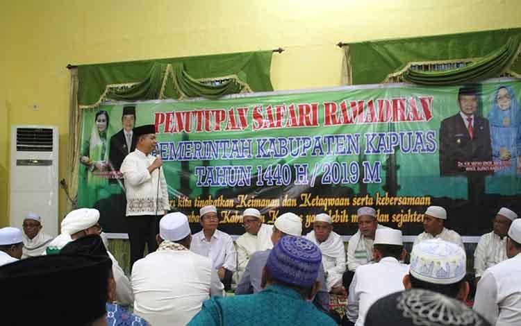 Bupati Kapuas Ben Brahim S Bahat dalam acara safari ramadan di rumah jabatan Wakil Bupati Kapuas, Jumat, 24 Mei 2019.