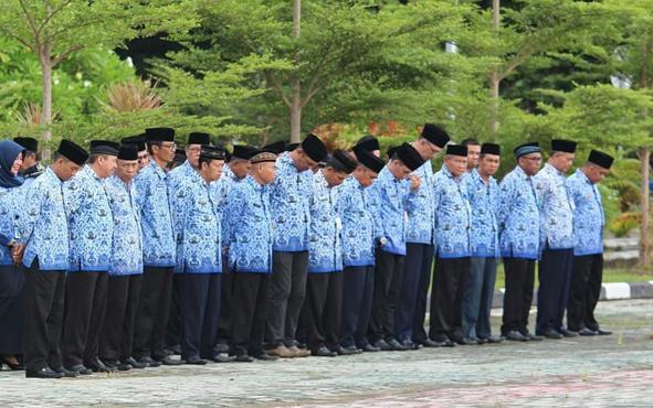 ASN Pemkab Seruyan saat mengikuti upacara di halaman kantor bupati, beberapa waktu lalu.