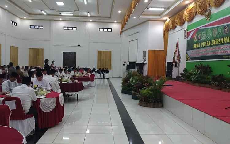 Buka puasa bersama di aula Kejaksaan Tinggi Kalimantan Tengah