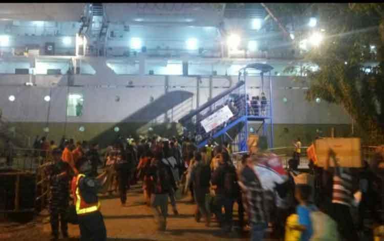 H-9 Lebaran 8 Ribu Penumpang Sudah Berangkat Dari Pelabuhan Kumai