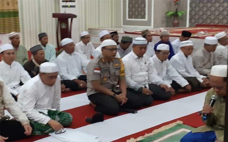 Kapolres Kapuas AKBP Tejo Yuantoro saat hadir dalam acara buka puasa bersama di aula Kantor Kemenag Kapuas, Senin, 27 Mei 2019