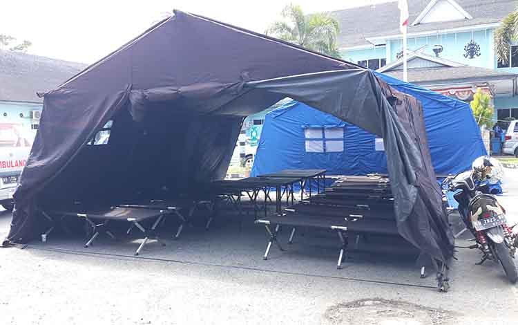 Tenda darurat yang sempat digunakan untuk merawat korban keracunan massal sudah terlihat sudah kosong di RSUD dr Soemarno Sosroatmodjo Kuala Kapuas pada Senin, 27 Mei 2019