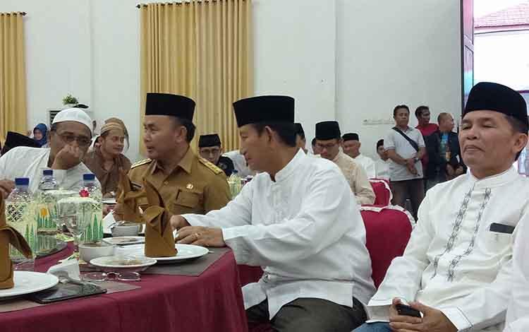 Gubernur Sugianto Sabran bersama Wakilnya Said Ismail menghadiri buka puasa bersama di Kejari Kalteng, Senin, 27 Mei 2019