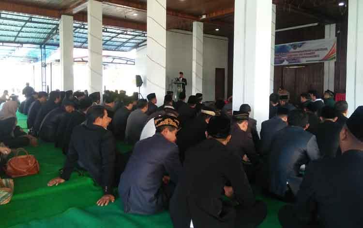 Bupati Seruyan Yulhaidir ketika memberikan arahan kepada ASN yang baru dilantik di Pendopo Rujab Bupati, di Kuala Pembuang, Selasa 28 Mei 2019.