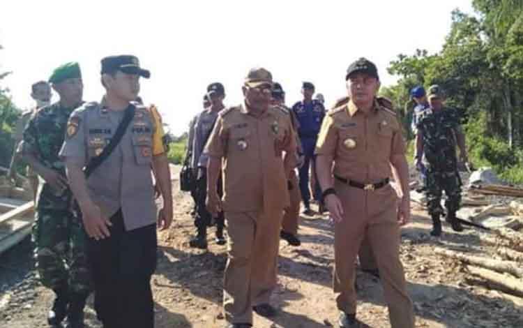 Gubernur Kalteng Sugianto Sabran saat kunjungan kerja di Pegatan Kecamatan Katingan Kuala, Selasa, 28, Mei 2019.