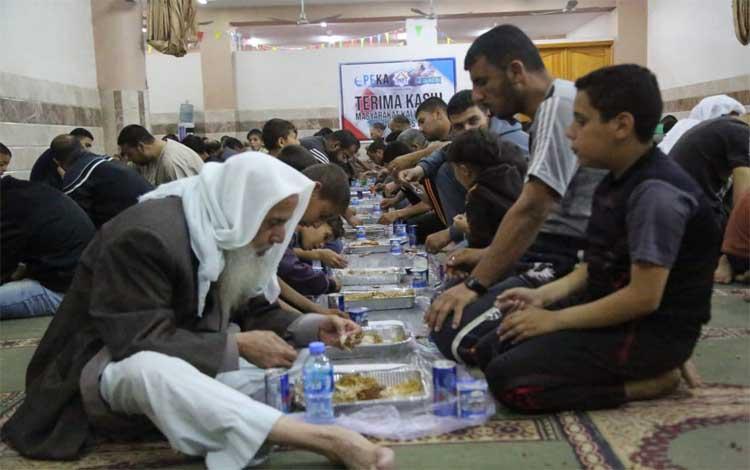 Ifthar Jama\'i Darul Quran Gaza Palestina oleh LAZ Nurul Fikri