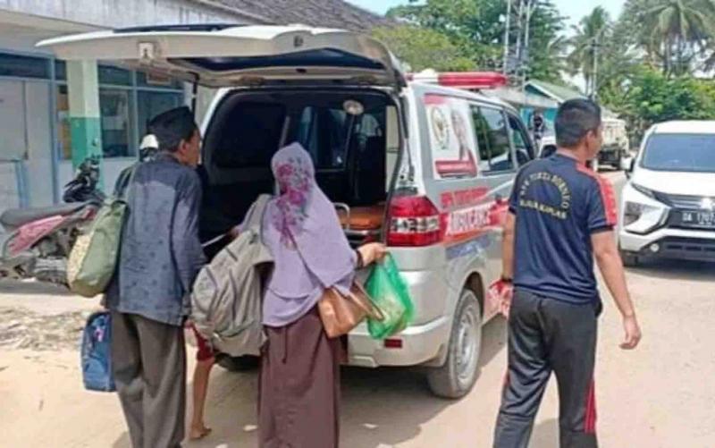 Korban keracunan massal pulang dari RSUD  dr Soemarno Sosroatmodjo Kuala Kapuas