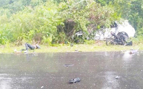 Kecelakaan lalu lintas di Jalan Buntok-Kalahien, Kabupaten Barito Selatan, Sabtu, 1 Juni 2019.