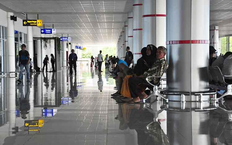 Foto : Suasana terminal Bandara Tjilik Riwut saat mudik lebaran 2019