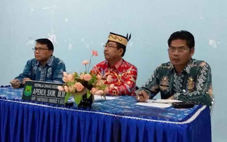 Kepala Pelaksana BPBD Kapuas Panahatan Sinaga (tengah).