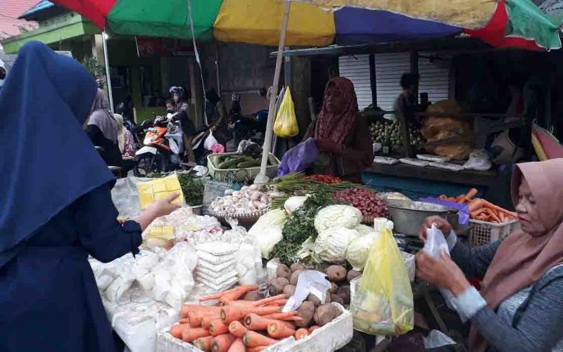 Aktivitas di Pasar Indra Sari Pangkalan Bun.