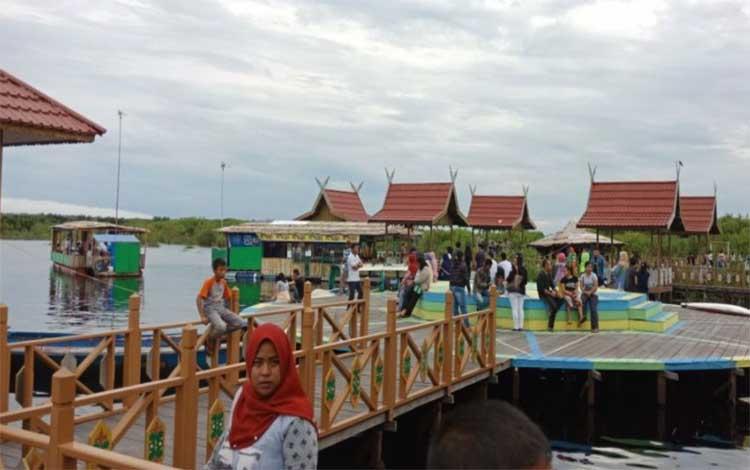 Taman wisata air hitam Kereng Bengkirai kota Palangka Raya, salah satu destinasi wisata andalan di Kalteng