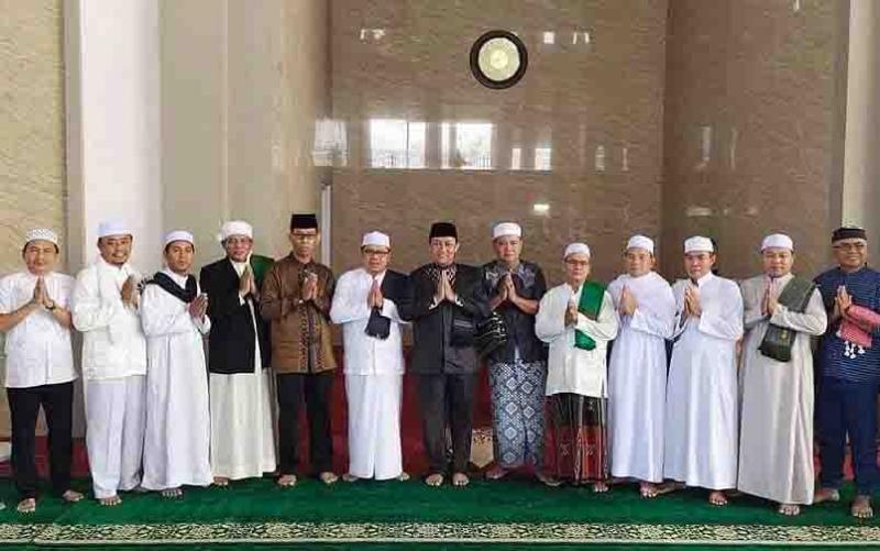 Bupati Pulang Pisau foto bersama usai Salat Id di Masjid Ar Raudhah, Rabu, 5 Juni 2019.
