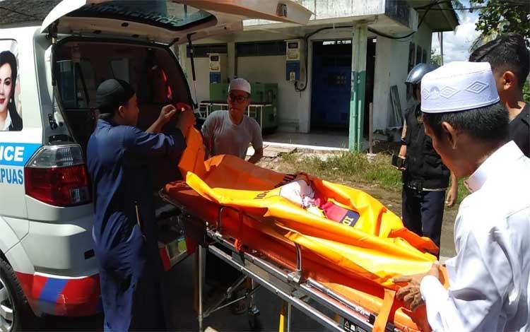 Jasad korban dibawa ke RSUD dr Soemarno Sosroatmodjo Kuala Kapuas, Rabu, 5 Juni 2019