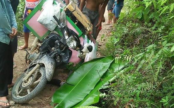 Tempat korban, Kariadi, tewas saat ditemukan oleh warga. Lokasi itu kini ditutup dengan daun pisang.