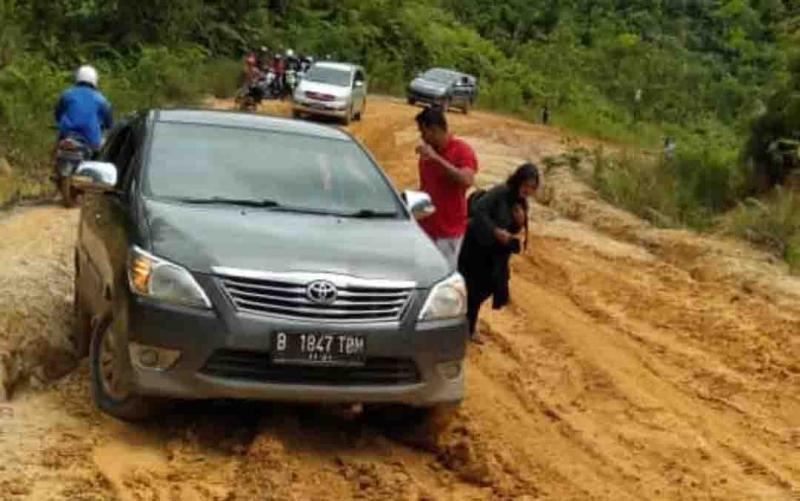 Kerusakan jalan di jalur Murung Raya - Gunung Mas.