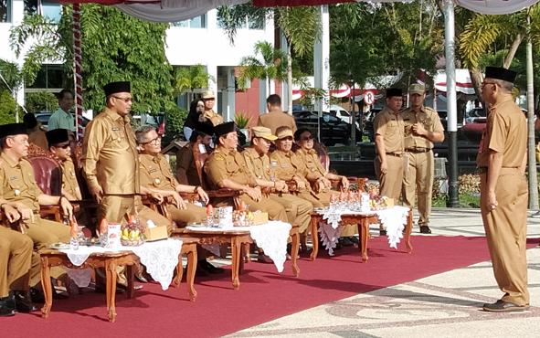 Wakil Gubernur Kalteng Habib Said Ismail memimpin apel besar halal bihalal di halaman kantor gubernur, di Kota Palangka Raya, Senin, 10 Juni 2019.