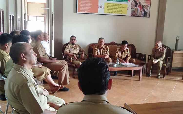 Wakil Bupati Sukamara, Ahmadi mengunjungi Dinas Ketenagakerjaan dan Transmigrasi
