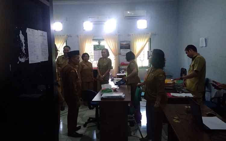 Wakil Bupati Bartim Said Abdul Saleh Sidak hari pertama kerja di dinas kesehatan