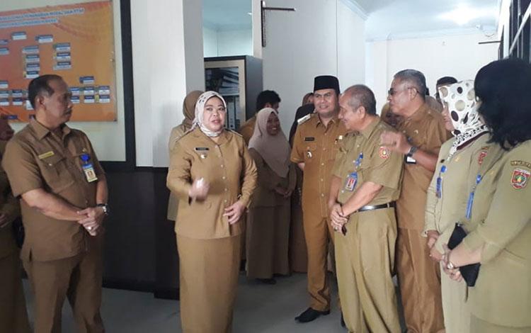 Bupati Kobar Hj Nurhidayah inspeksi mendadak pasca libur lebaran, Senin, 10 Juni 2019