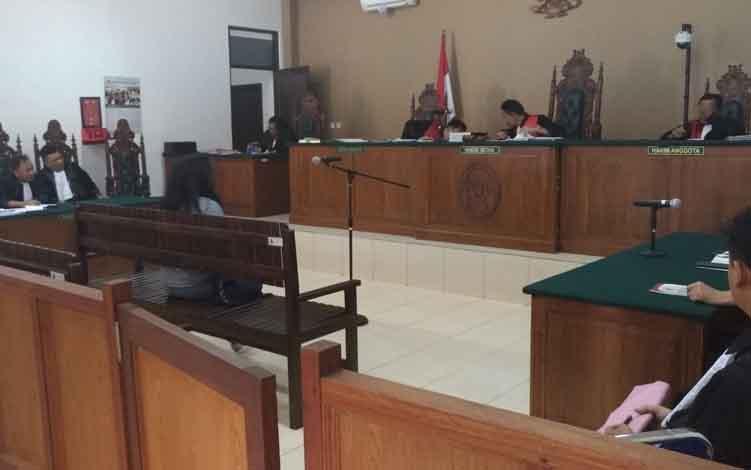 Sidang kasus korupsi mantan Bupati Katingan Ahmad Yantenglie, Selasa, 11 Juni 2019.