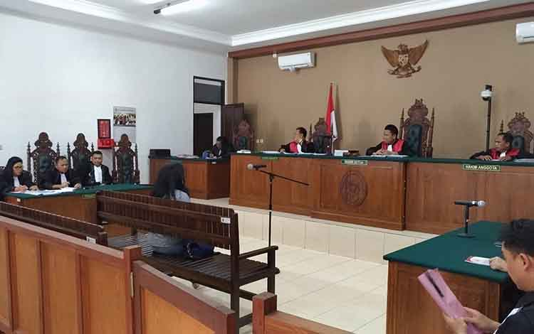 persidangan kasus tindak pidana korupsi dengan terdakwa mantan Bupati Katingan, Yantenglie.