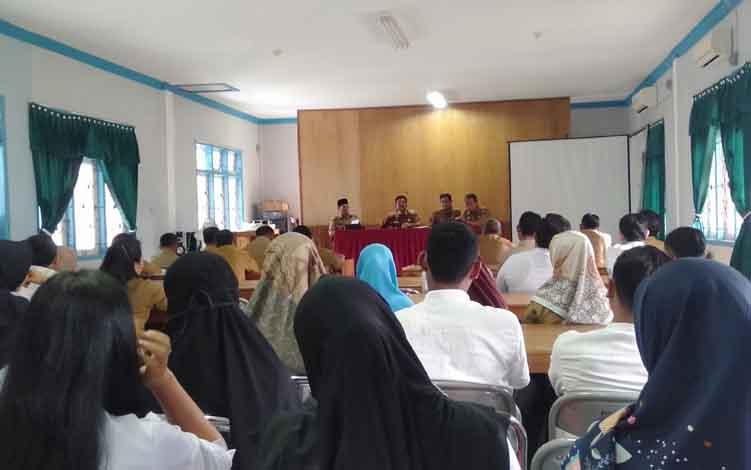 Wakil Bupati Sukamara, H Ahmadi saat berkunjung ke Dinas Pendidikan dan Kebudayaan (Disdikbud) Sukamara.