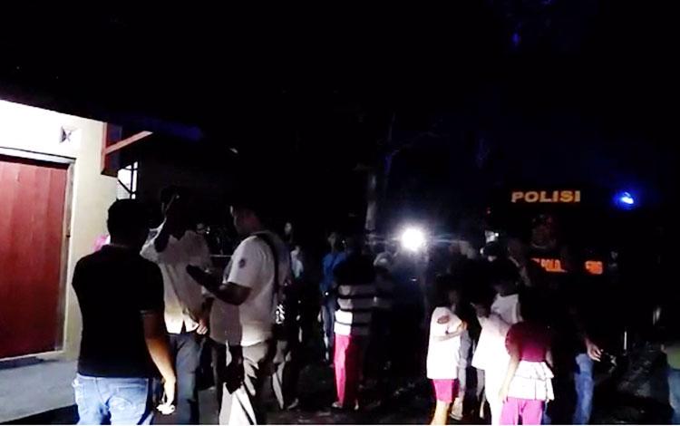 Suasana saat penangkapan terduga teroris di Palangka Raya
