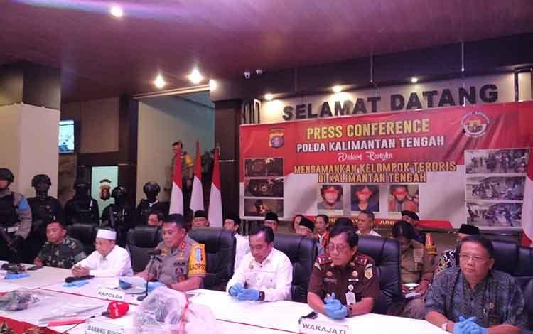 Konferensi pers Polda Kalimantan Tengah dalam mengamankan terduga teroris, Selasa 11 Juni 2019