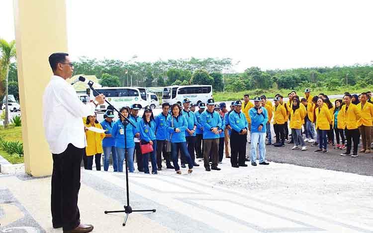 Pj Sekda Pulang Pisau Saripudin saat menyambut rombongan Mahasiswa KKN UPR Tahap I Tahun 2019