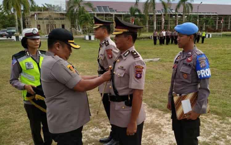 Kompol Imam Riadi saat menerima jabatan sebagai Wakapolres Pulang Pisau.