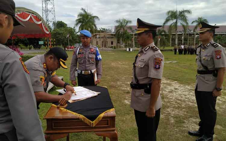 Serah terima jabatan Wakapolres Pulang Pisau, Rabu, 12 Juni 2019.