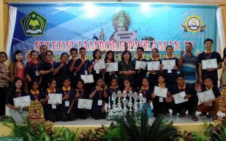 Kontingen Pasraman Kabupaten Kapuas seusai ikuti seleksi Jambore Pasraman IV Tingkat Provinsi Kalteng, belum lama ini.