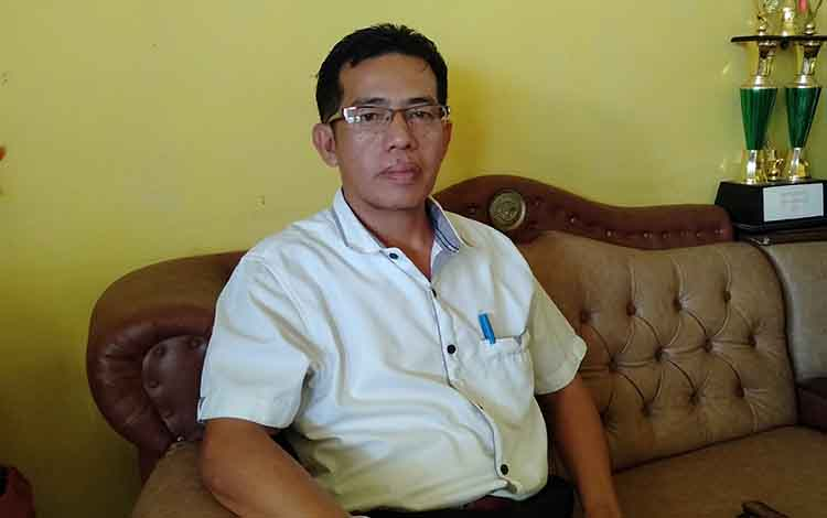 Kepala Sekolah SMAN 1 Sukamara Edi Kasim.