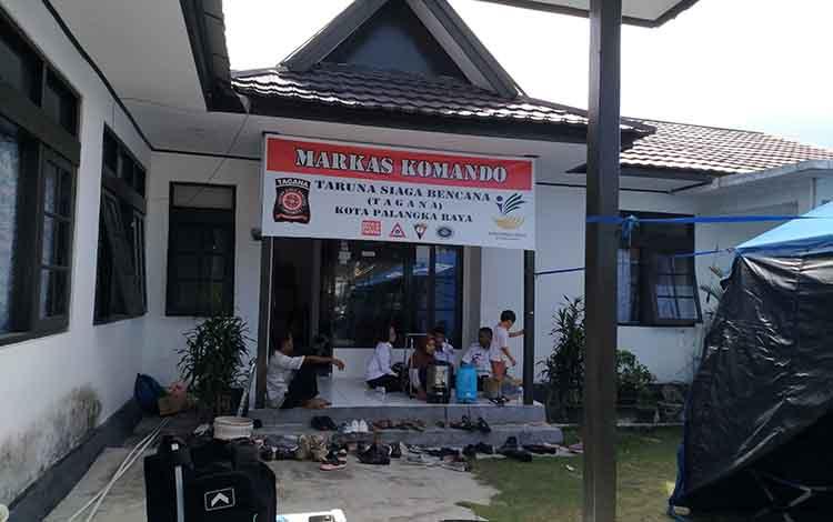 Lokasi rehabilitasi kerabat terduga teroris di UPT Dinas Sosial Palangka Raya yang dijaga ketat polisi, Rabu, 12 Juni 2019.