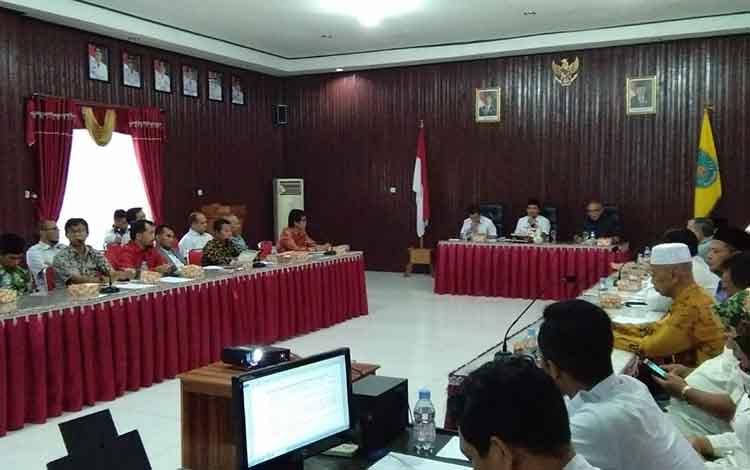 Rapat pembentukan pengurus presidium tingkat Kabupaten Lamandau untuk pembentukan Provinsi Kotawaringin Timur tingkat Kabupaten Lamandau, Rabu, 12 Juni 2019.