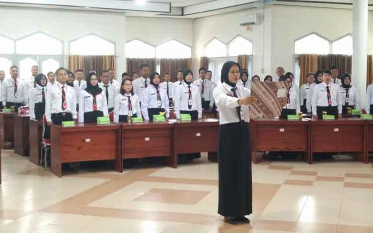 Sejumlah peserta yang lulus tes CPNS saat mengikuti diklat prajabatan, Kamis, 13 Mei 2019.