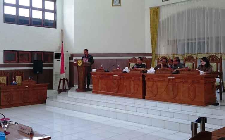 Juru bicara Fraksi Gerakan Persatuan Indonesia Rodi saat menyampaikan pandangan umum dalam rapat paripurna, Kamis, 13 Juni 2019.