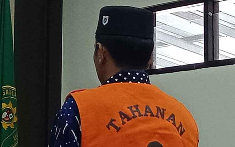 Abdianur alias Abdi terdakwa kasus sabu saat menjalani sidang di Pengadilan Negeri Sampit