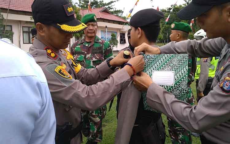 Kapolres Bartim AKBP Zulham Effendi melepas pita pertanda berakhirnya Operasi Ketupat Telabang, Kamis, 13 Juni 2019.