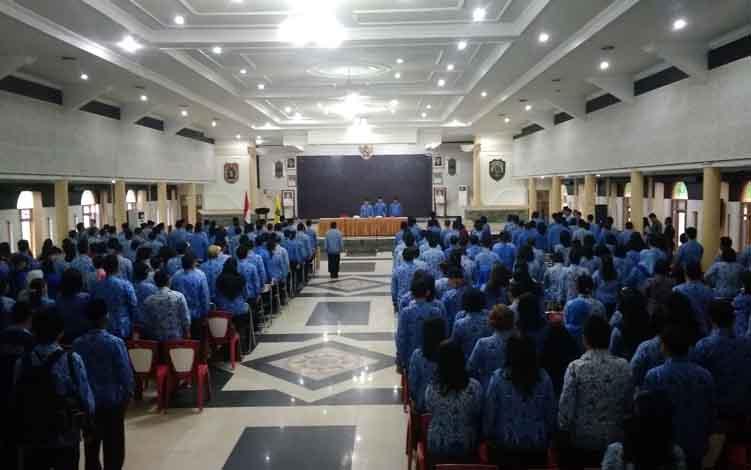 Bupati Bartim Ampera AY Mebas pimpin apel gabungan mempringati Hari kesadaran Nasional, Senin 17 Juni 2019 di GPU Mantawara Tamiang Layang.