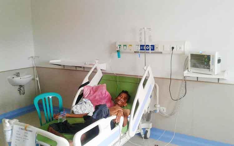 M Subitro saat menjalani perawatan di RSUD Muara Teweh, Minggu, 16 Juni 2019.
