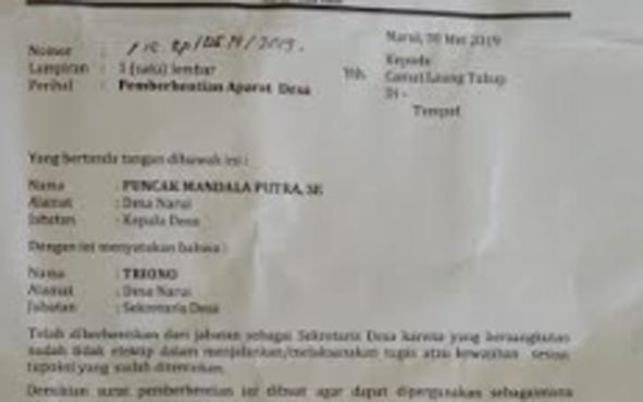Surat pemberhentian Sekretaris Desa yang dibuat oleh Kepala Desa Narui, Kecamatan Laung Tuhup, Kabupaten Murung Raya.
