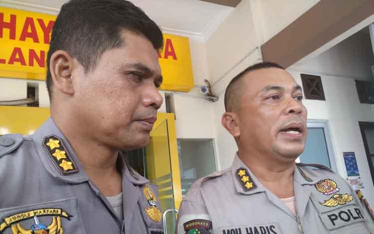Kabiddokkes Polda Kalteng, Kombes Pol Muhammad Haris (kiri) dan Kabid Humas Polda Kalimantan Tengah Kombes Pol Hendra Rochmawan (kanan)